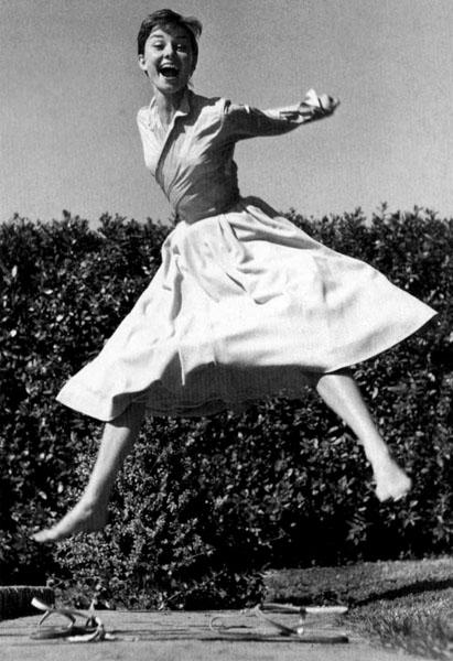 Audrey Hepburn :] , 1955.