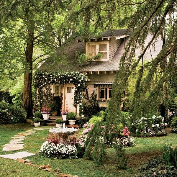 item5.rendition.slideshowWideVertical.great-gatsby-movie-set-design-04-nick-carraway-cottage-exterior